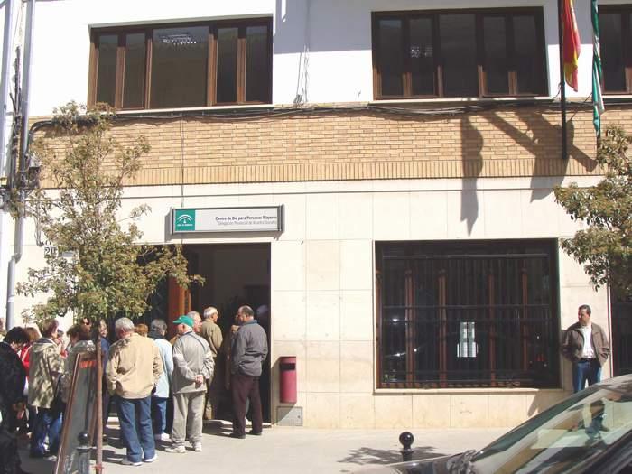 CAL ofrece sus servicios en los centros de mayores de Antequera y Teba